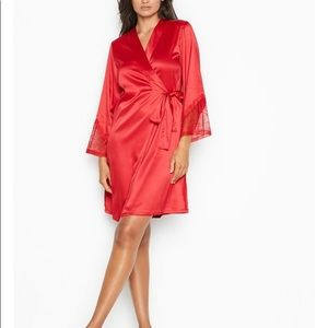 NWT VS Chantilly Lace Robe (Red)